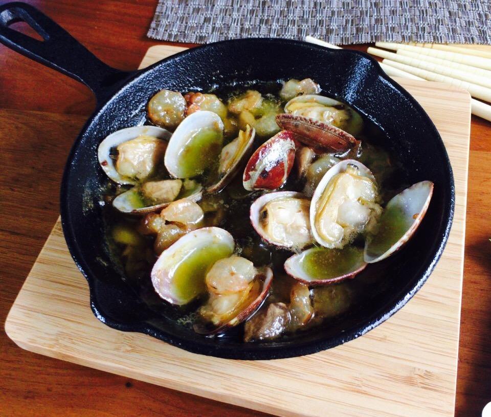 人気のスペイン料理「アヒージョ」を自宅で作る!ニトリの格安鍋が人気!