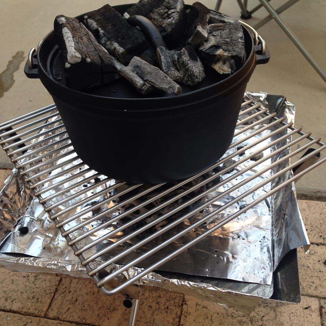ダッチオーブンをUNIFLAMEのグリルで使うためのロストル(鉄製の網)が便利!