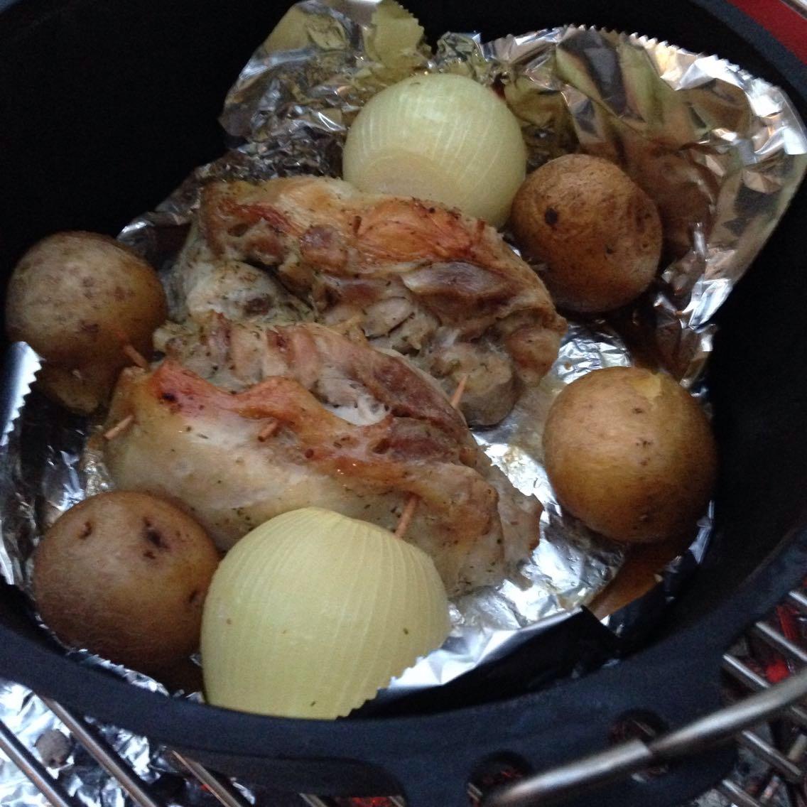 【レシピ】鶏モモ肉で簡単ローストチキン!ダッチオーブン初体験でもできる。