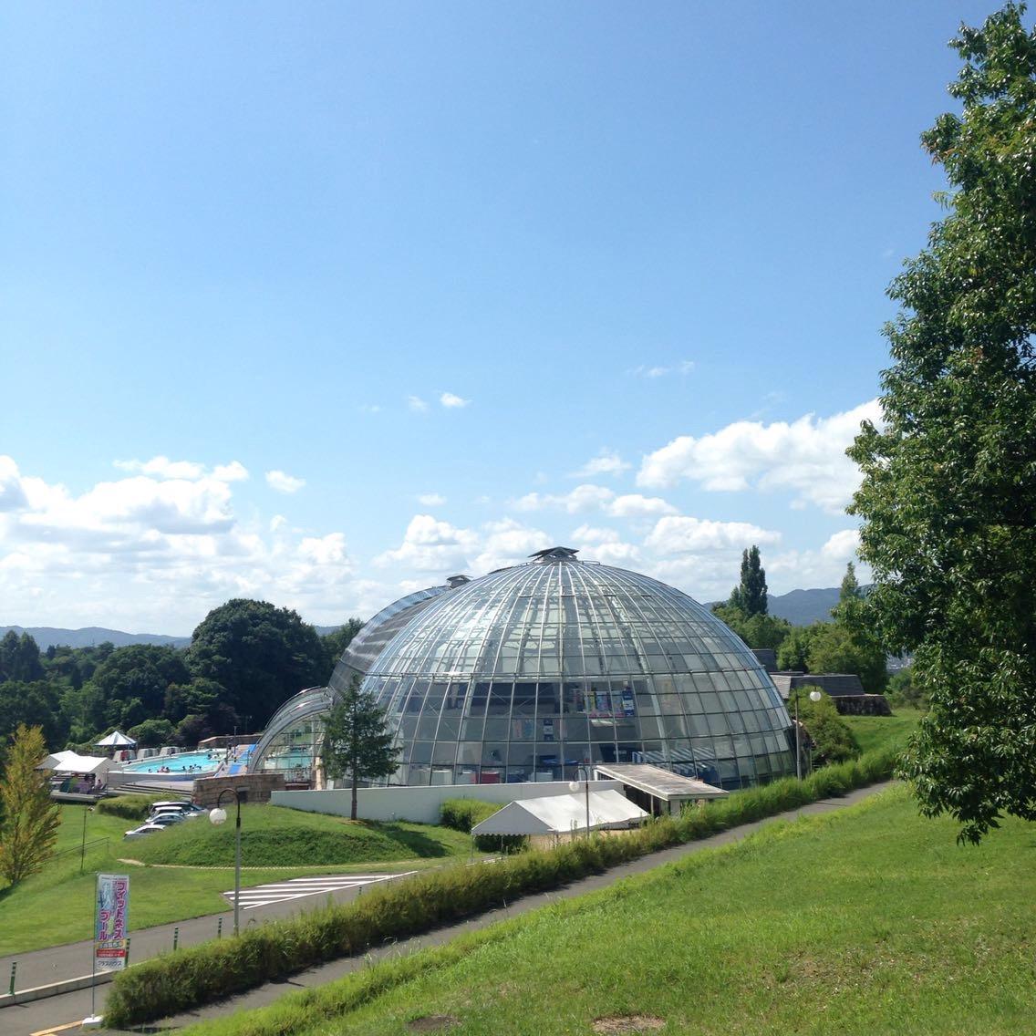 温水プールで一年中泳げる!巨大すべり台も楽しいグリーンヒルズ津山グラスハウス(岡山県)