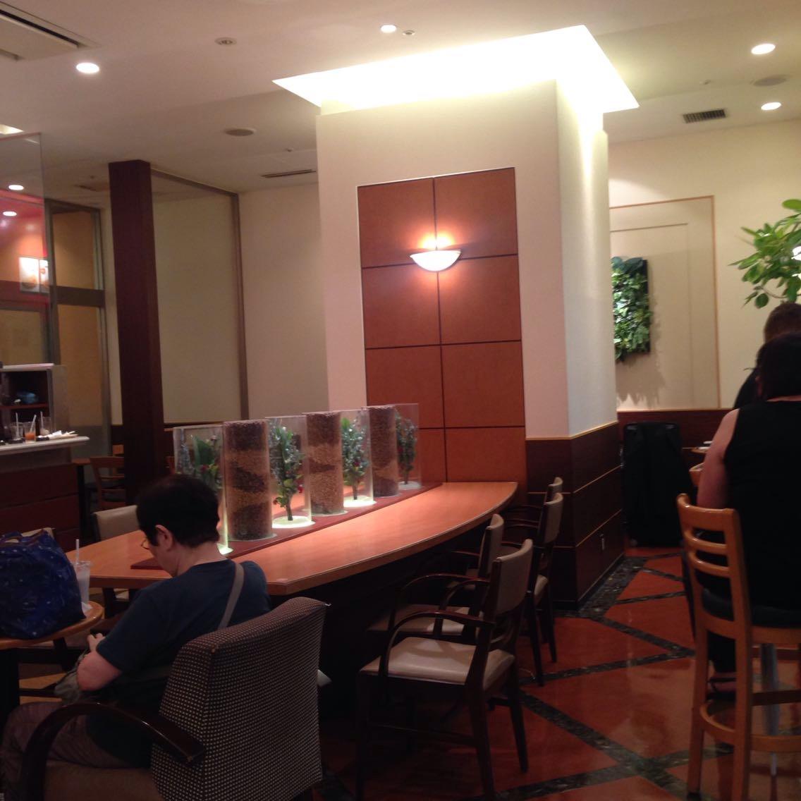 ドトール広島駅新幹線口店 出張サラリーマンに便利な電源カフェ