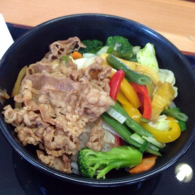 【ダイエットランチ】吉野家でスタートした「ベジ丼」シリーズが温野菜てんこ盛りで異常に美味しい