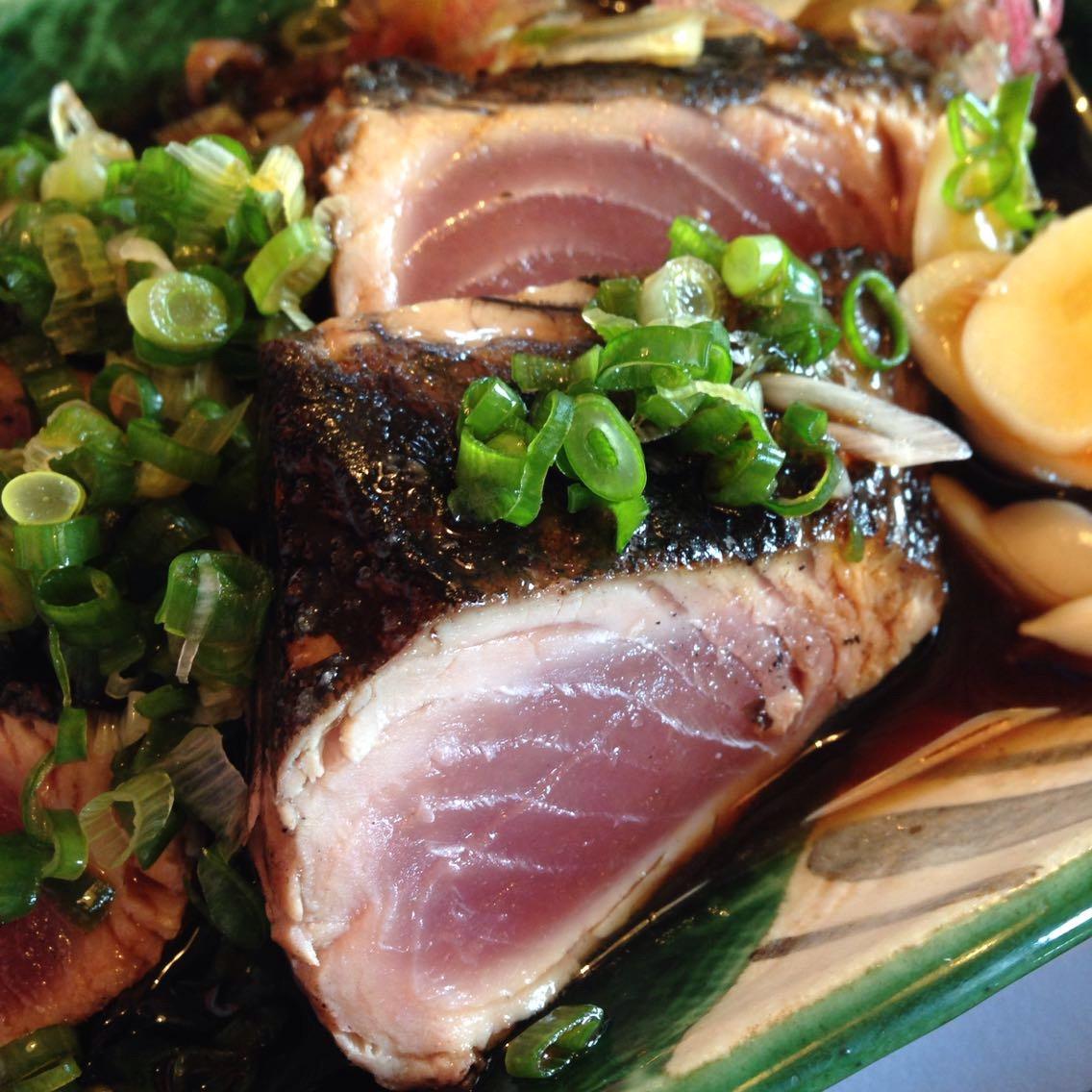 高知・桂浜の近くで手軽に鰹のたたきを食べられる「かつお船」