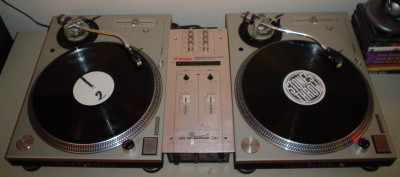 Turntables_and_mixer