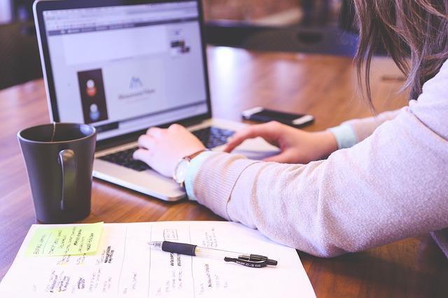 初心者がゼロから個人でスタートできる「ネットで稼ぐ」方法まとめ。
