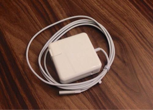 Amazonで格安コピー品は使えるのか?MacBookの電源アダプタを購入!