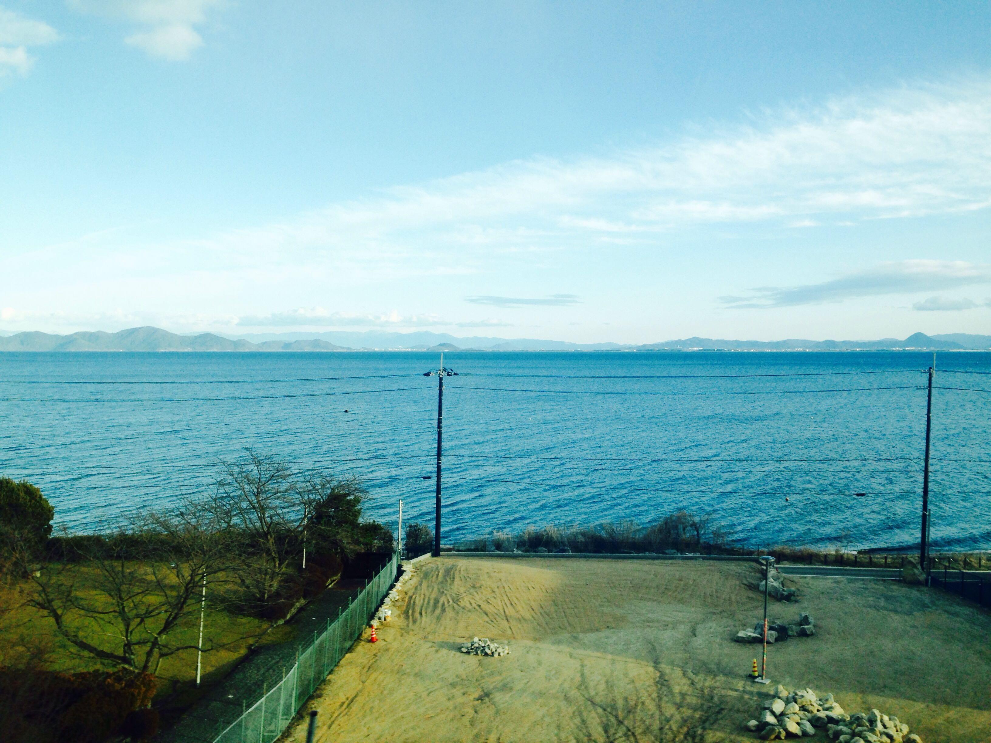 大阪京都〜金沢福井を走る特急サンダーバードで、琵琶湖が見える席は?コンセントは?