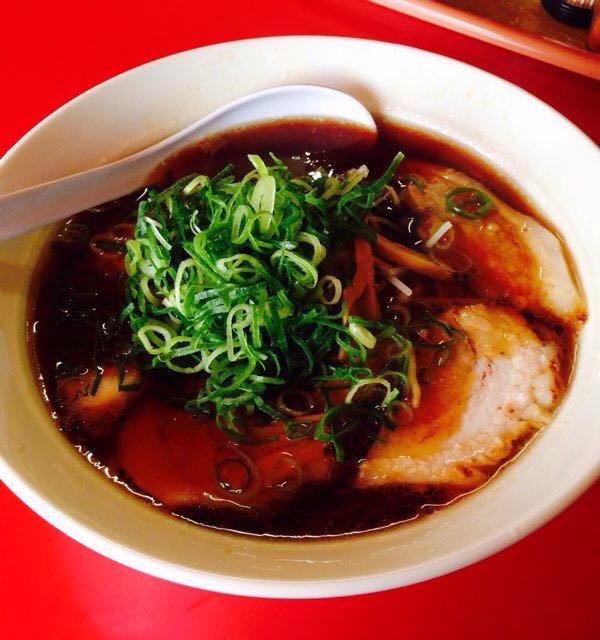 「らーめん屋敷」熱々の濃厚醤油スープと柔らかチャーシュー。完璧な味が倉敷に!